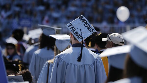 A student wears a hat reading Impeach Trump during a graduation ceremony at Columbia University in New York, Wednesday, May 17, 2017 - Sputnik International