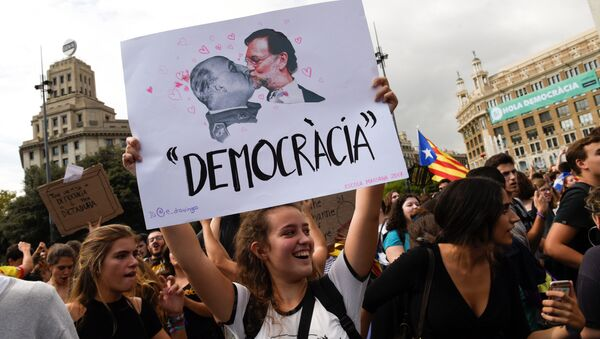 A woman holds up a banner reading Democracy depicting former Spanish dictator Francisco Franco kissing Spanish Prime Miniser Mariano Rajoy during a protest one day after the banned independence referendum in Barcelona, Spain, October 2, 2017. - Sputnik International