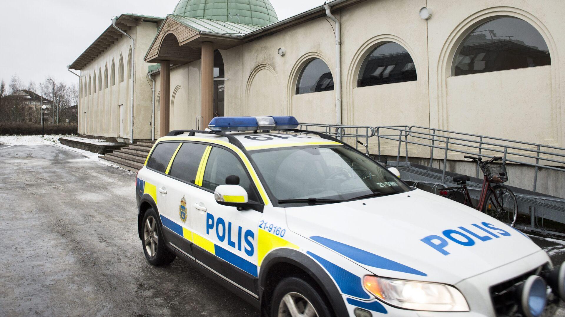 (File) A police car is parked in front of a mosque in Uppsala, Sweden Thursday Jan. 1, 2015 - Sputnik International, 1920, 23.09.2021