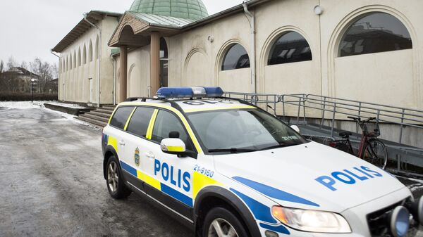 (File) A police car is parked in front of a mosque in Uppsala, Sweden, 1 January 2015 - Sputnik International