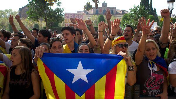 Participants in a general strike in Barcelona in support of Catalan independence referendum - Sputnik International