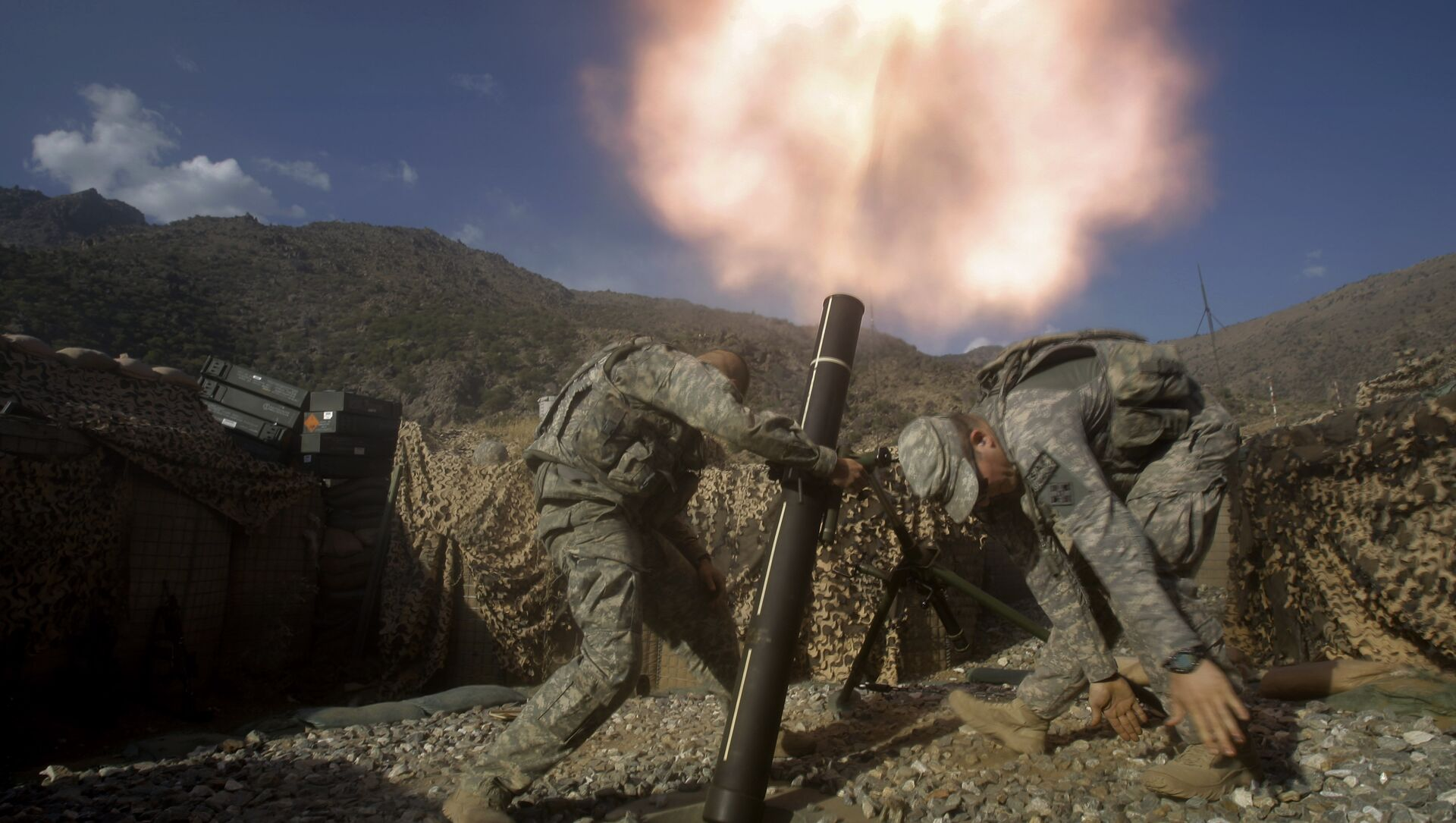 US soldiers from the 2nd Battalion, 12th Infantry Regiment, 4th Brigade Combat Team, fire mortars at known enemy firing positions from a base in the Pech River Valley in Afghanistan's Kunar province, Saturday, Oct. 24, 2009.  - Sputnik International, 1920, 17.08.2021