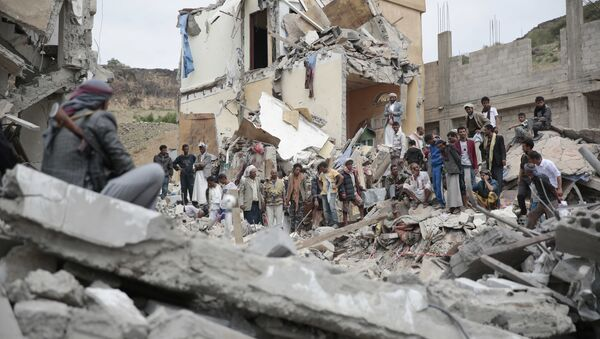 People inspect the rubble of houses destroyed by Saudi-led airstrikes in Sanaa, Yemen, Friday, Aug. 25, 2017 - Sputnik International