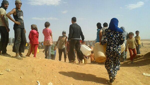 Syrian refugees gather for water at the Rukban refugee camp in Jordan's northeast border with Syria (File) - Sputnik International