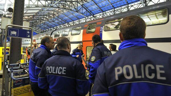 (File) Policemen stand on a platform of Lausanne main station Monday, April 27, 2009 - Sputnik International