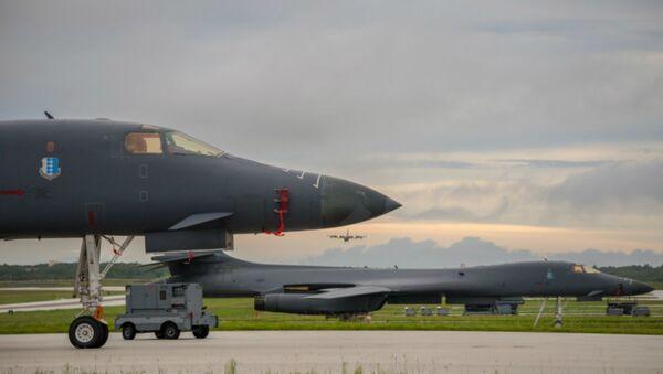 B-1Bs prepare to take off - Sputnik International