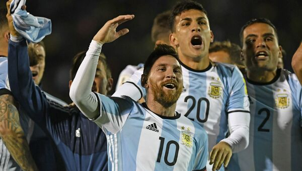 Argentina's Lionel Messi (C) celebrates after defeating Ecuador and qualifying to the 2018 World Cup football tournament, in Quito, on October 10, 2017 - Sputnik International