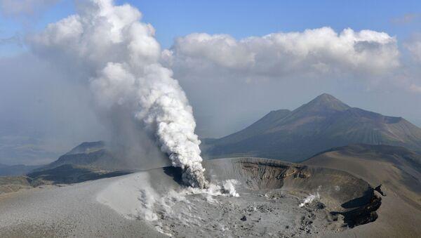 The Shinmoe volcano is seen after eruption, Kirishima, Kagoshima prefecture, Japan in this photo taken by Kyodo on October 11, 2017. - Sputnik International