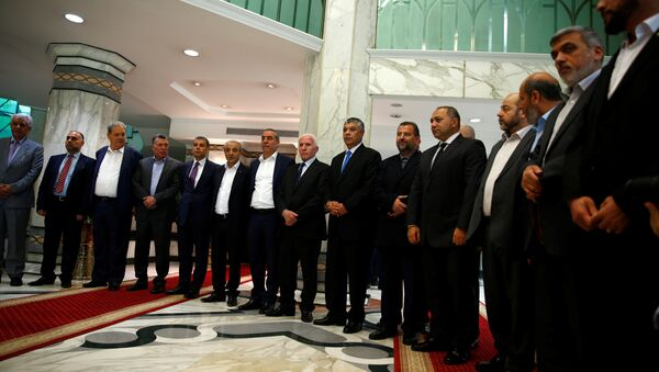 Hamas and Fatah officials pose during a reconciliation ceremony in Cairo, Egypt - Sputnik International