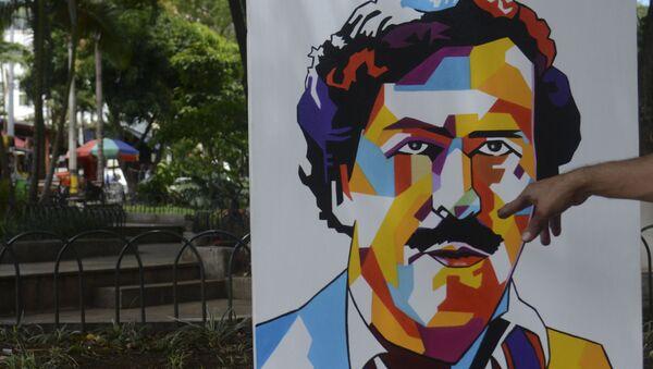 Paintings depicting late Colombian drug lord Pablo Escobar are on display at Lleras Park in Medellin - Sputnik International