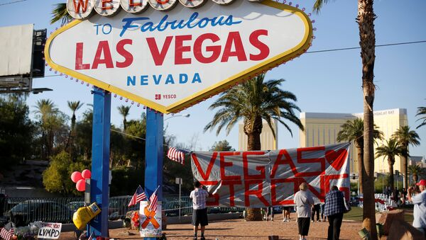 People sign a banner near the Welcome to Fabulous Las Vegas sign following the Route 91 music festival mass shooting in Las Vegas, Nevada, U.S., October 5, 2017 - Sputnik International