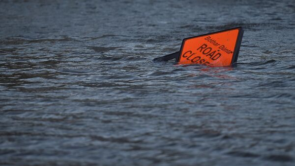 A 'road closed' sign is seen submerged in floodwater during Storm Ophelia in Galway, Ireland October 16, 2017. - Sputnik International
