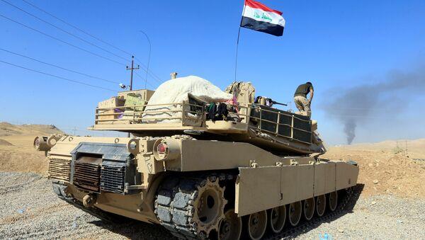 A tank belonging to Iraqi army is seen in Dibis area on the outskirts of Kirkuk, Iraq October 17, 2017. - Sputnik International