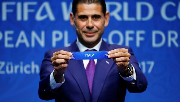 FIFA World Cup European Play-Off Draw - Zurich, Switzerland - October 17, 2017 Former Spanish player Fernando Hierro displays the name 'Italy' during the draw - Sputnik International