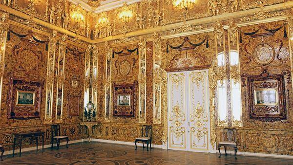 The famous Amber Room in Catherine Palace near St. Petersburg, Pushkin. (File) - Sputnik International