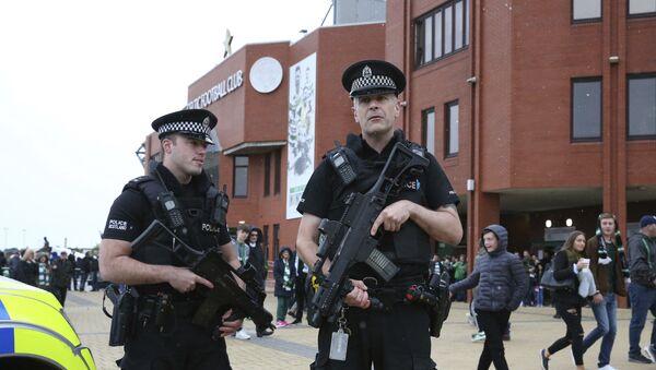 Armed police outside Celtic Park prior to the Scottish Premiership soccer match at Celtic Park in Glasgow, Scotland, Saturday Sept. 16, 2017 - Sputnik International