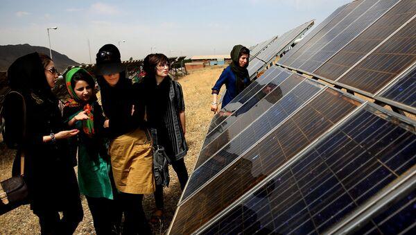 In this June, 22, 2014 photo, Iranian students tour the Taleghan Renewable Energy Site in Taleghan,160 kilometers (99 miles) northwest of capital Tehran, Iran - Sputnik International