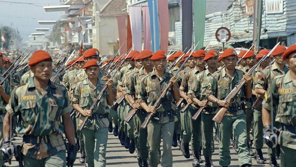 Indonesia elite troops parade in Bandung, June 1966. The red caps are paratroopers in red berets. - Sputnik International