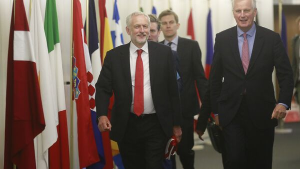 The EU chief Brexit negotiator Michel Barnier, right, welcomes British Labour Party leader Jeremy Corbyn for a meeting at EU headquarters in Brussels, Thursday July 13, 2017. - Sputnik International