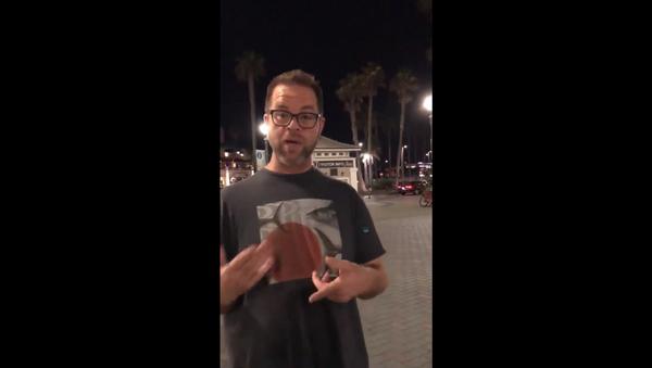 Anthony Miskulin harasses lesbian couple walking on California's Huntington Beach Pier - Sputnik International