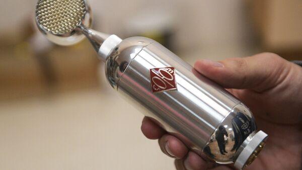 Soyuz vacuum-tube microphone produced by Pavel Bazdyrev's enterprise in Tula - Sputnik International