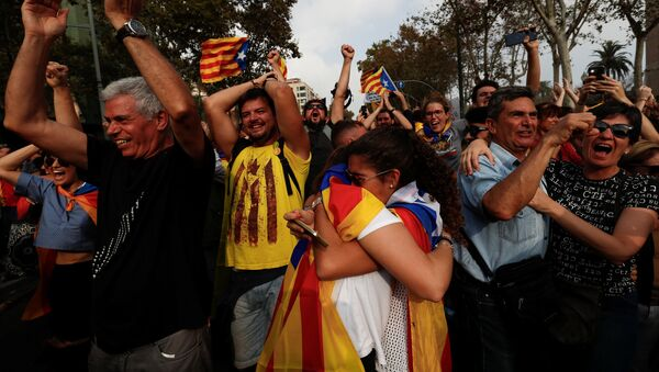 People celebrate after the Catalan regional parliament declares the independence from Spain in Barcelona, Spain, October 27, 2017 - Sputnik International
