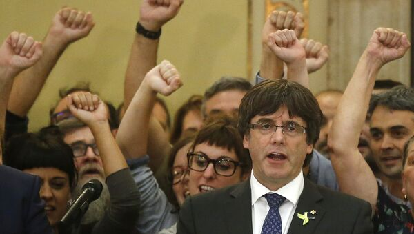 Catalan President Carles Puigdemont sings the Catalan anthem inside the parliament after a vote on independence in Barcelona, Spain, Friday, Oct. 27, 2017. - Sputnik International