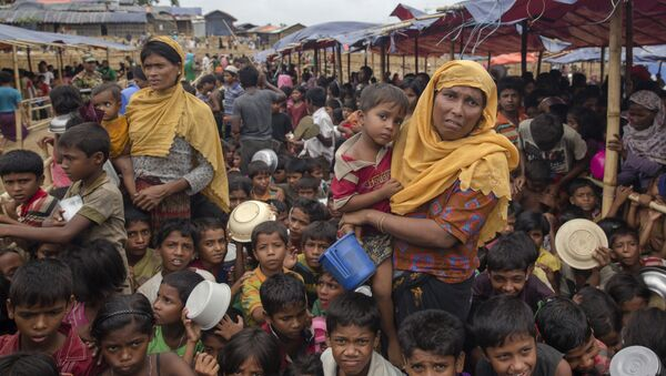Rohingya Muslims, who crossed over from Myanmar into Bangladesh, wait for their turn to receive food handouts distributed to children and women by a Turkish aid agency at Thaingkhali refugee camp, Bangladesh, Saturday, Oct. 21, 2017 - Sputnik International