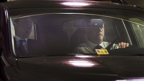 Former Trump Campaign Chairman Paul Manafort, left, leaves his home in Alexandria, Va., Monday, Oct. 30, 2017, in Washington - Sputnik International