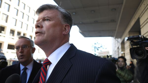 Kevin Downing, attorney for former Trump campaign manager Paul Manafort (Not Pictured), exits U.S. District Court to face reporters after Manafort surrendered to federal authorities in the first charges stemming from a special counsel investigation of possible Russian meddling in the 2016 presidential election in Washington, U.S., October 30, 2017. - Sputnik International