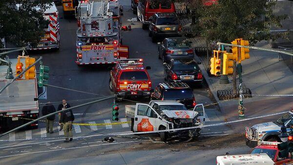 Emergency crews attend the scene of an alleged shooting incident on West Street in Manhattan, New York, U.S., October 31 2017. - Sputnik International