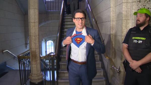 Justin Trudeau wears Superman costume for Halloween 2017 festivities - Sputnik International