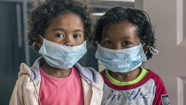 In this Tuesday, Oct. 3, 2017 file photo, children wear face masks at a school in Antananarivo, Madagascar. - Sputnik International