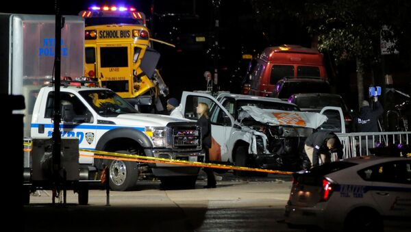 Police investigate a pickup truck used in an attack on the West Side Highway in Manhattan, New York, US, November 1, 2017. - Sputnik International