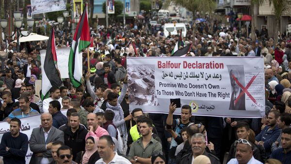 Palestinians take part in a demonstration on the 100 years anniversary of the Balfour Declaration, in Nablus, West Bank, Thursday, Nov. 2, 2017. - Sputnik International