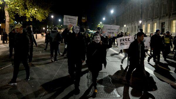 Demonstrators take part in the Million Mask March in London, Britain November 5, 2017. - Sputnik International