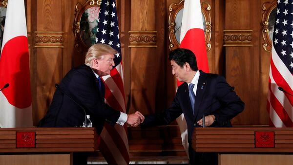 U.S. President Donald Trump and Japan's Prime Minister Shinzo Abe shake hands during a news conference at Akasaka Palace in Tokyo, Japan, November 6, 2017 - Sputnik International