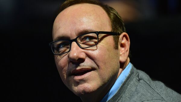 US actor Kevin Spacey watches the group A singles match between France's Jo-Wilfried Tsonga and Britain's Andy Murray in the round robin stage on the fifth day of the ATP World Tour Finals tennis tournament in London on November 9, 2012 - Sputnik International