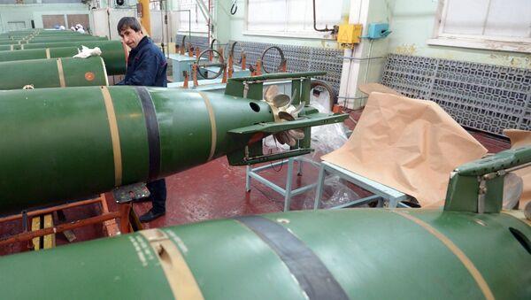 An employee at the Dagdizel plant in Kaspiisk. (File) - Sputnik International