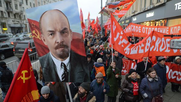 Participants in a rally and a march to mark the 100th anniversary of the October Revolution, Moscow - Sputnik International