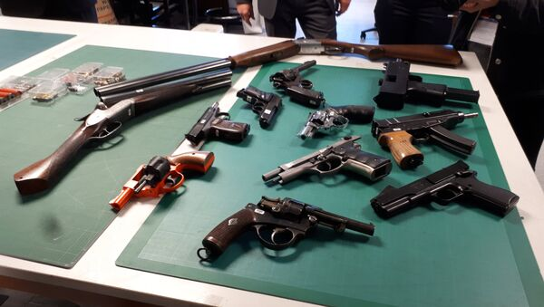 Some of the guns that have been seized or handed in to police in London - Sputnik International