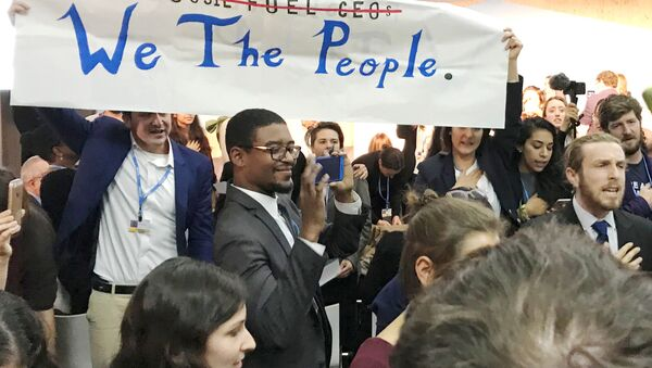 Protesters interrupt a U.S. government pro-coal event during the COP23 UN Climate Change Conference 2017, hosted by Fiji but held in Bonn, Germany, November 13, 2017 - Sputnik International