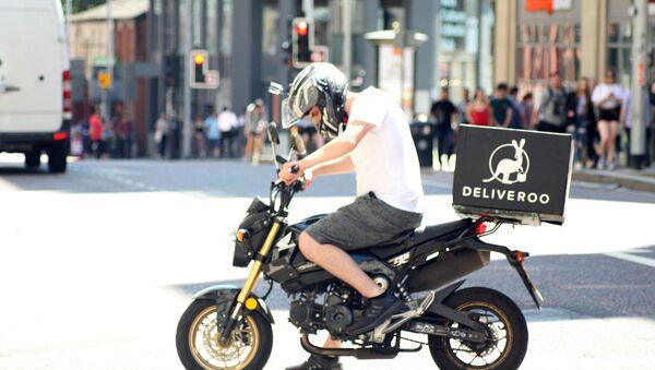 Deliveroo biker - Deliveroo delivery drive on a motorbike in Manchester - Sputnik International