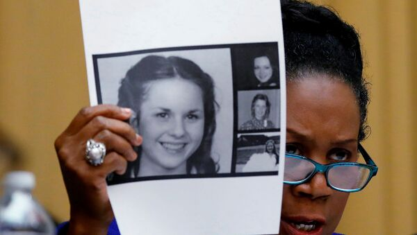 Rep. Sheila Jackson Lee (D-TX) holds up pictures of women who've accused U.S. Senate candidate Roy Moore of sexual misconduct, while questioning U.S. Attorney General Jeff Sessions (Not Pictured) during the House Judiciary Committee oversight hearing on Capitol Hill in Washington, U.S., November 14, 2017 - Sputnik International