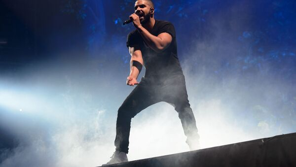 Canadian singer Drake performs on the main stage at Wireless festival in Finsbury Park, London, Sunday, 28 June 2015 - Sputnik International