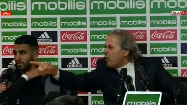 Head coach of Algeria's national soccer team, Rabah Madjer, launches verbal attack on sports journalist Maamar Djebbour - Sputnik International