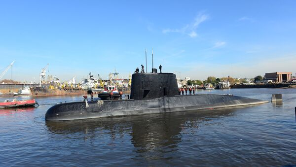 The Argentine military submarine ARA San Juan and crew are seen leaving the port of Buenos Aires, Argentina June 2, 2014 - Sputnik International