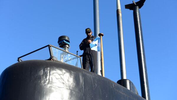 A crew member of the Argentine military submarine ARA San Juan stands on the vessel at the port of Buenos Aires, Argentina June 2, 2014 - Sputnik International