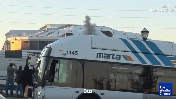 Georgia Dome Disaster: Bus Photobombs Live Stream of Implosion - Sputnik International