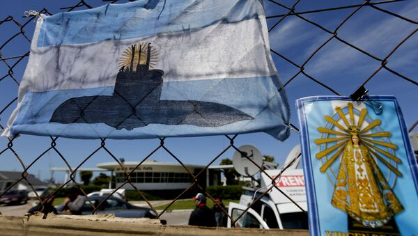 An Argentine national flag with a drawing of a submarine hangs from the fence surrounding the naval base in Mar del Plata, Argentina, Tuesday, Nov. 21, 2017 - Sputnik International